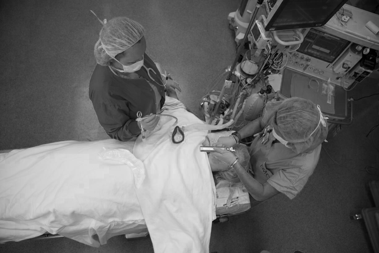 crna nurses giving a patient anesthesia